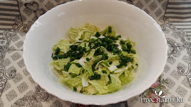 Салат с фасолью и тунцом.
