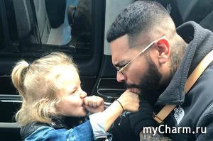 Пятилетняя дочка Тимати частенько не считает нужным отвечать на звонки отца