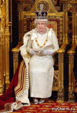 Елизавета II всегда берет с собой в путешествия запас собственной крови и траурный наряд