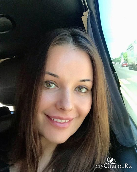 Оксана Федорова похвасталась «детским личиком» без косметики
