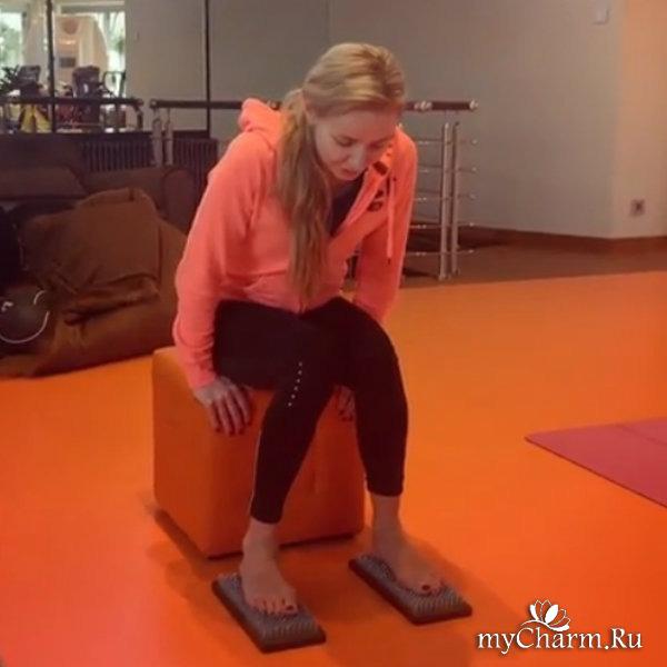 Татьяна Навка попробовала встать на гвозди