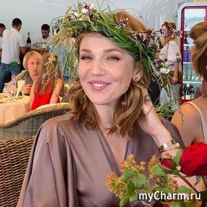 Альбина Джанабаева старается избегать макияжа в первой половине дня