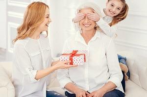 Что подарить маме на 8 марта? Обзор премиальной антивозрастной косметики