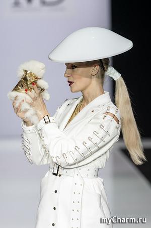 Появление крошечного шпица на показе в рамках Недели моды в Москве произвело фурор