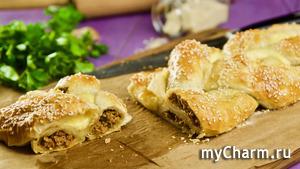 Пирог-косичка с фаршем и сыром