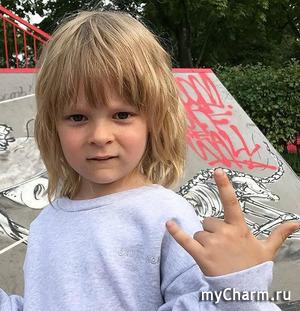 Саша Плющенко не будет ходить в школу