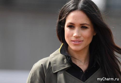 Пилот британской королевской семьи решил уволиться из-за Меган Маркл