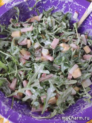 Салат с ветчиной и руколой