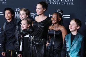 Приемная дочка Анджелины Джоли создала коллекцию украшений