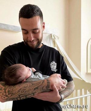 Анастасия Решетова показала новорожденного сынишку