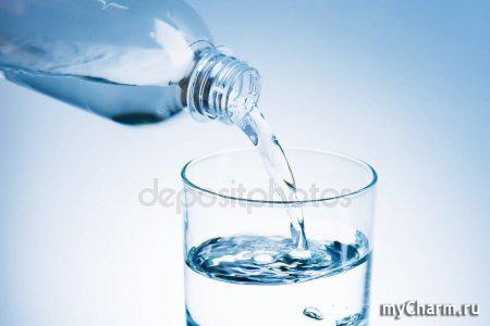 Почему полезно ставить стакан воды на ночь возле кровати