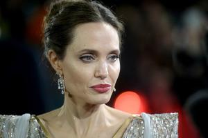 Анджелина Джоли хочет усыновить еще одного ребенка