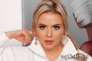 Анна Семенович попала в больницу после неудачного педикюра