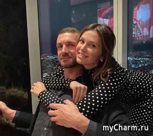 Даша Жукова поразила хейтеров неопрятным свадебным маникюром