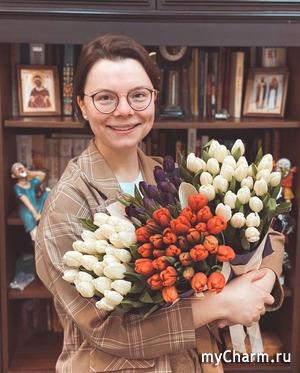 Татьяна Брухунова прогулялась во дворе с пакетом на голове