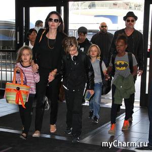 Анджелина Джоли запрещает детям видеться с отцом во время карантина