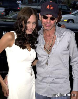 Анджелина Джоли решила наладить отношения с экс-супругом