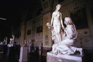 На Эрмитаж была подана жалоба по поводу «нездорового влияния» на детскую психику обнаженных скульптур