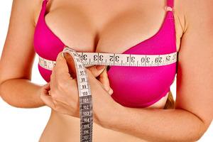 Ученые объяснили, как распознать неверных женщин по размеру груди
