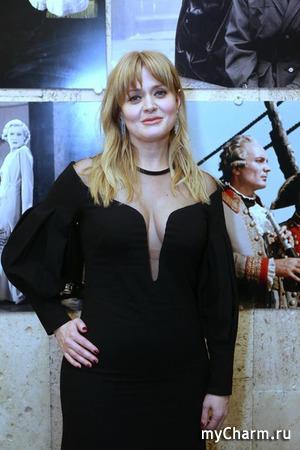 Заметно похудевшая Анна Михалкова подверглась критике со стороны подписчиков